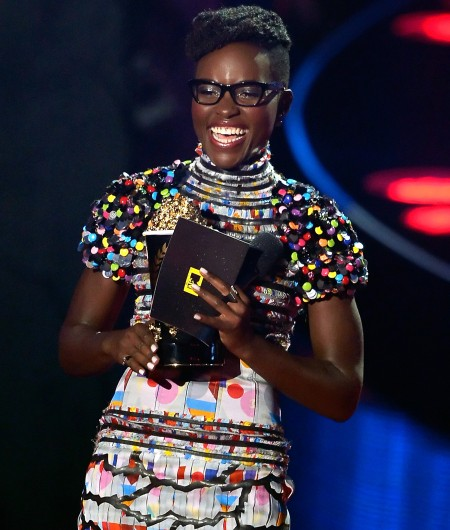 Lupita-Nyongo-glasses-mtv-movie-awards-2014-on-stage-450x530