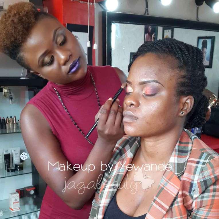 Yewande giving Mo' a facebeat